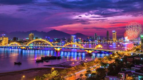 Cầu Rồng - một trong những địa điểm nổi tiếng của Đà Nẵng