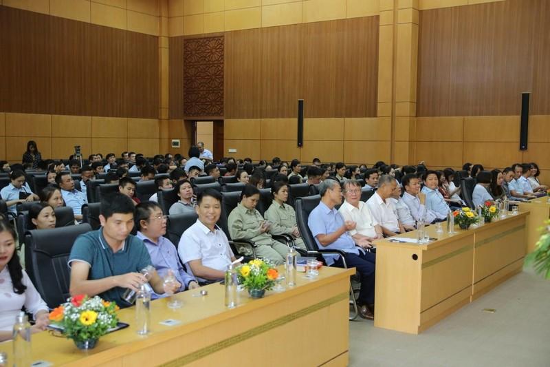 Các đại biểu đai diện cho các Sở, ban ngành của tỉnh Hưng Yên tham dự buổi lễ