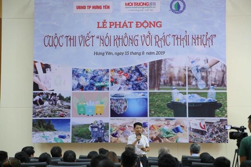 """Nhà văn Đặng Vương Hưng - Phó TBT Tạp chí phát biểu tại Lễ phát động cuộc thi viết """"Nói không với rác thải nhựa"""""""