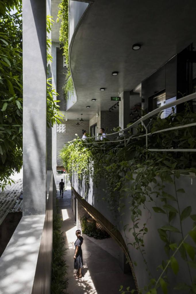 Lối thiết kế lấy cảm hứng từ ruộng bậc thang mang đến không gian hoàn toàn khác khi sinh hoạt bên trong ngôi nhà