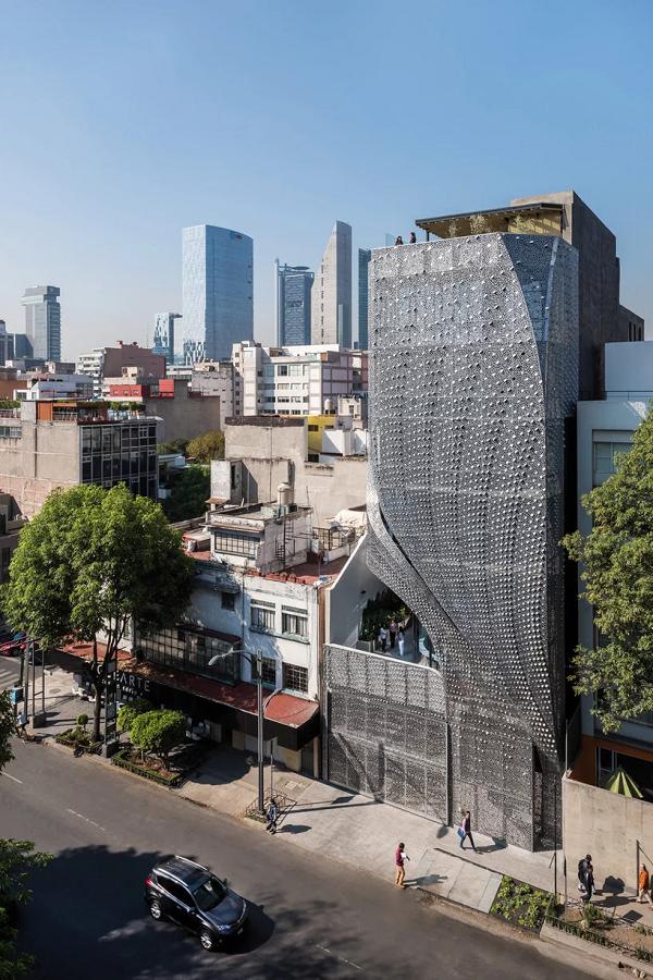 Profiles thực tế là một tòa nhà văn phòng thương mại 6 tầng, có tổng diện tích là 2.200 m2