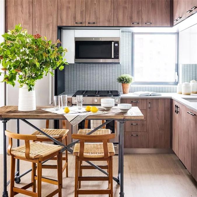 Không chỉ treo những chiếc nồi và chảo của bạn lên tường là một giải pháp cho việc lưu trữ, thủ thuật còn thêm một yếu tố đồ họa cho môi trường xung quanh.