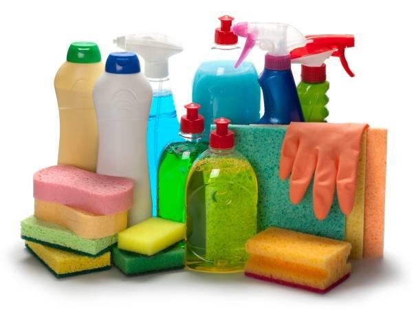 Cách sử dụng nước tẩy rửa cũng cực kỳ đơn giản khi bạn chỉ cần hòa tan 2 nắp sản phẩm với ½ xô nước rồi dùng hỗn hợp này để làm sạch bồn rửa mặt.