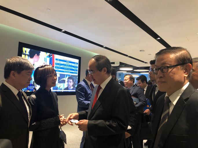 Ủy viên Bộ Chính trị, Bí thư Thành ủy TP HCM Nguyễn Thiện Nhân gặp gỡ các doanh nghiệp Singapore