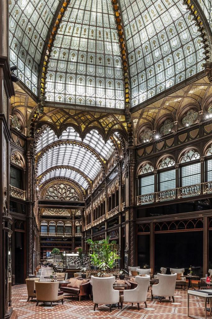 Nhờ vậy, sự tráng lệ của tòa nhà một lần nữa được tái sinh và Paris Court đang sống lại những huy hoàng ngày cũ.
