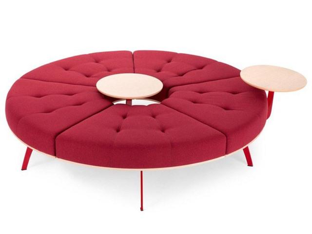 Các ghế ngồi ở thiết kế này có thể ghép lại và tách ra theo ý muốn của chủ nhân. Nó giúp linh hoạt chức năng sử dụng theo nhu cầu sinh hoạt. Ngoài ra, bảng màu rực rỡ cũng là điểm nhấn cho không gian sống của bạn.