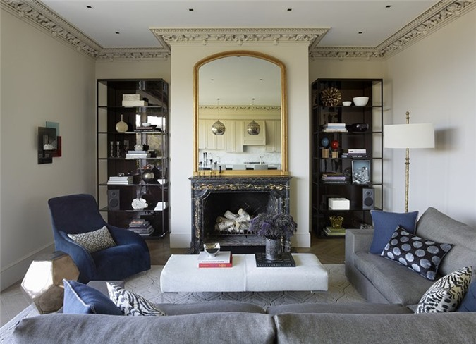 Với phong cách cổ điển bạn có thể chọn gương hình vuông với phong cách bo viền đơn giản.