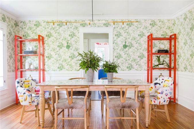 Những chậu cây xanh sẽ có tác dụng điều hòa không khí căn phòng ăn gia đình trong những ngày hè oi bức