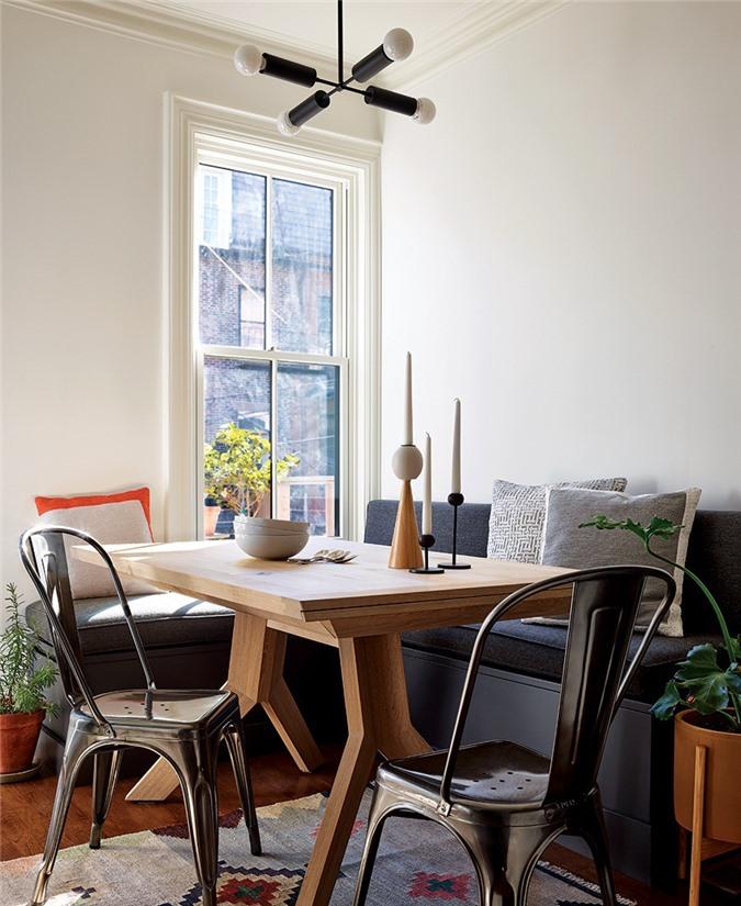 Nhưng để cảm nhận được sự tươi mát thật sự bên trong phòng ăn thì cách hay nhất chính là sắm thêm những chậu cây xanh