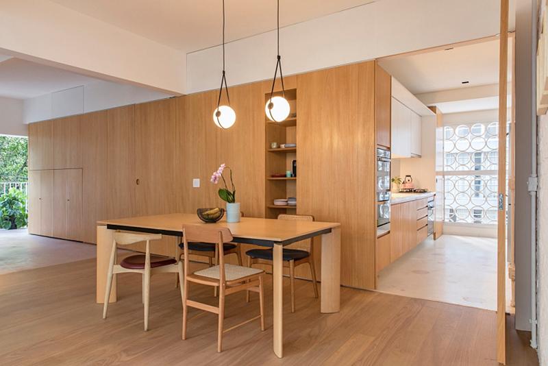 Tủ kéo dài vào tận nhà bếp và phòng ăn