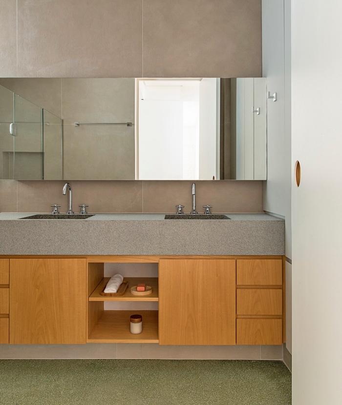 Việc áp dụng kỹ thuật chế tác đồ nội thất bằng gỗ tự nhiên truyền thống giúp chiếc tủ gỗ có thể tồn tại lâu dài trong phòng tắm