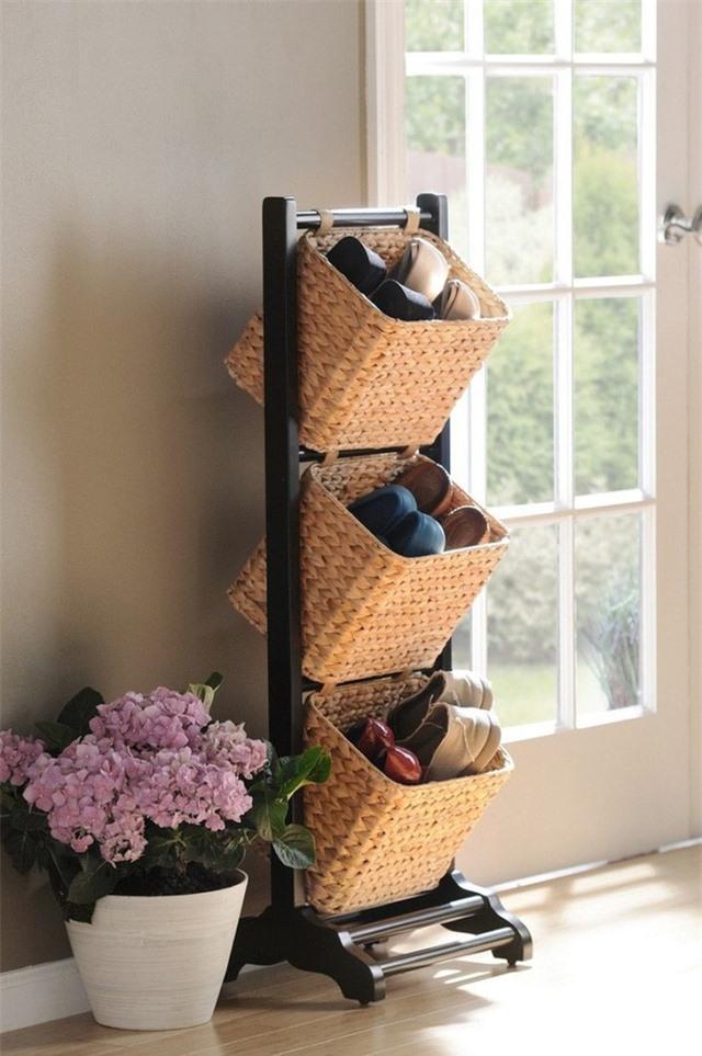 Kết hợp thêm một số giỏ lưu trữ cho thêm phần phong cách và truyền thống cho không gian.