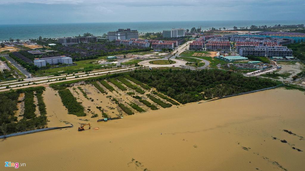 Sau cơn mưa ngày 8 và 9/8, nhiều nơi ở Phú Quốc ngập mênh mông