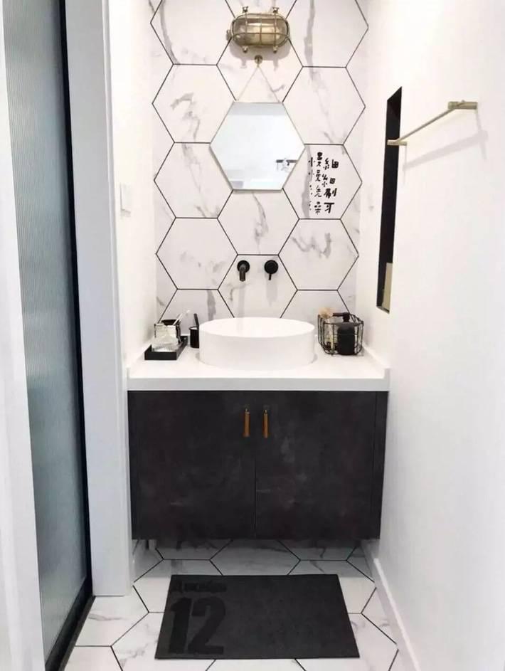 Phòng tắm nhỏ gọn, hiện đại với đồ nội thất đơn giản
