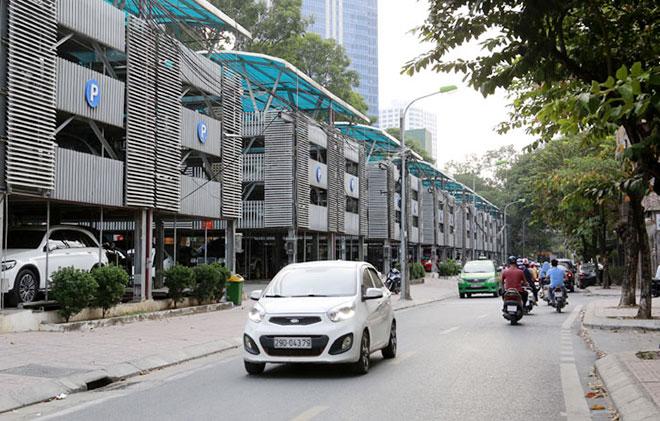 Một trong những bãi đỗ xe cao tầng thông minh hiếm hoi của Hà Nội