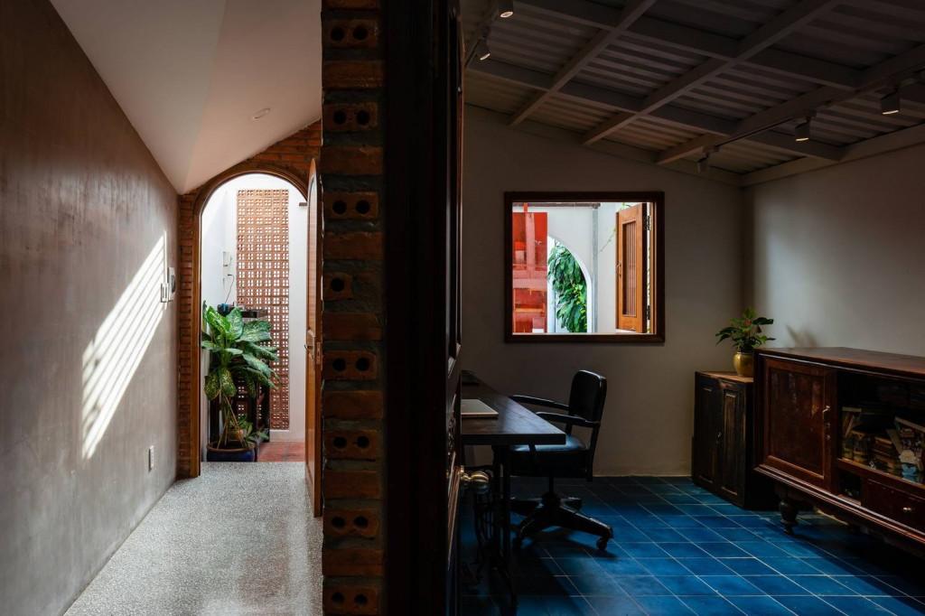 Không gian làm việc được bố trí ngay phía trước của ngôi nhà