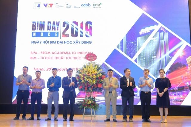 Trong khuôn khổ sự kiện đã diễn ra lễ ra mắt các thành viên trong Ban thường trực lâm thời diễn đàn BIM học thuật.