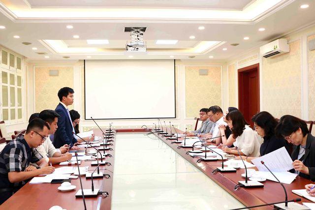 Phó Cục trưởng Cục Quản lý nhà và thị trường BĐS Hà Quang Hưng phát biểu tại cuộc họp