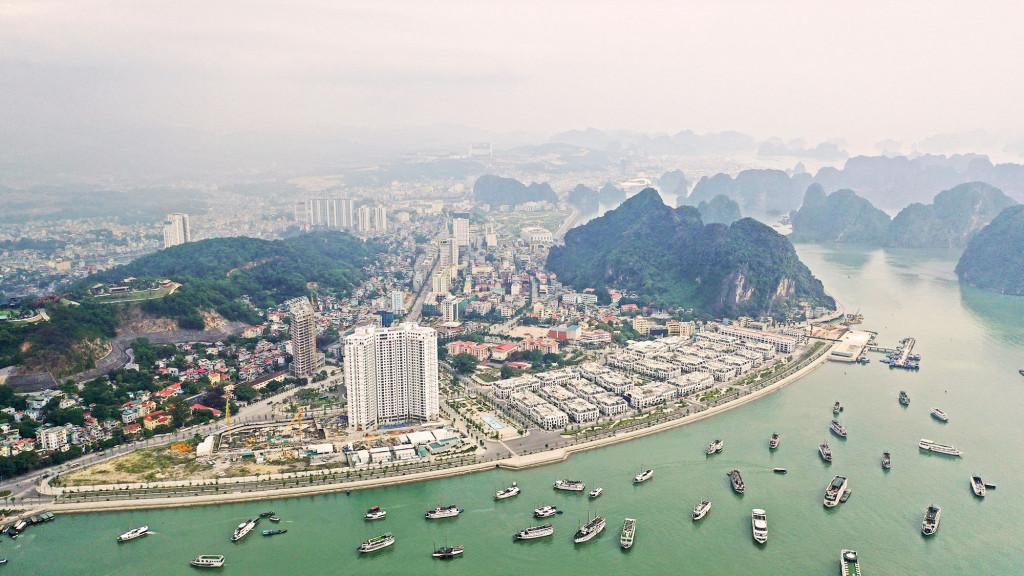 """Hạ tầng giao thông được đầu tư phát triển và quy hoạch bài bản sẽ là """"đòn bẩy"""" cho thị trường BĐS Quảng Ninh tăng tốc trong thời gian tới (Ảnh: Hùng Sơn)"""