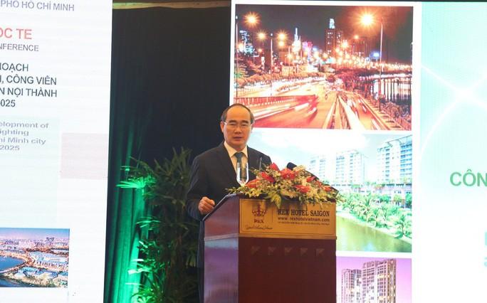Bí thư Thành ủy TP Nguyễn Thiện Nhân cho rằng phát triển cây xanh ở TP còn quá lạc hậu