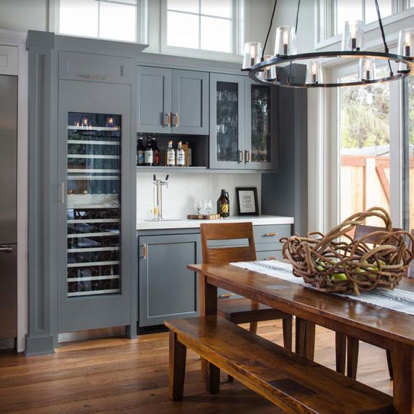 Là không gian sinh hoạt chung quan trọng chẳng kém phòng khách, phòng ăn gia đình cũng được các chị quan tâm đến việc trang trí, thiết kế căn phòng