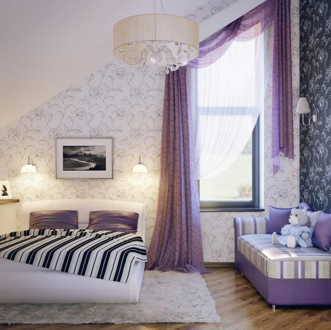 Chiếc ghế sofo có viền kẻ sọc tím và trắng cùng với chiếc rèm màu tím đã làm nổi bật cho căn phòng.