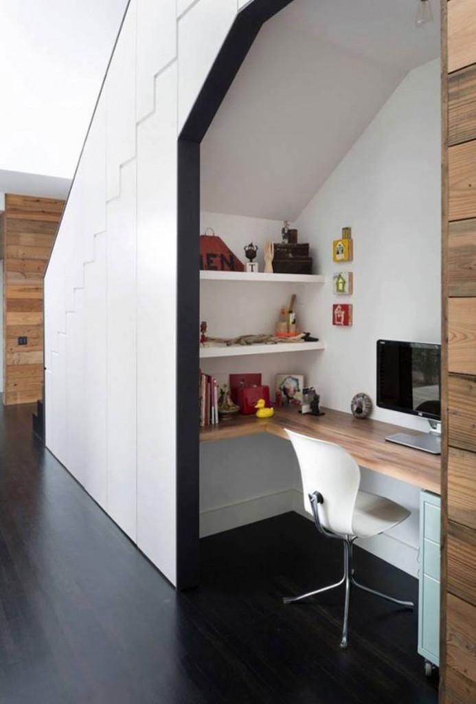 """Nếu muốn kín đáo, riêng tư, bạn có thể thiết kế thêm cửa cho """"phòng làm việc"""" của mình"""