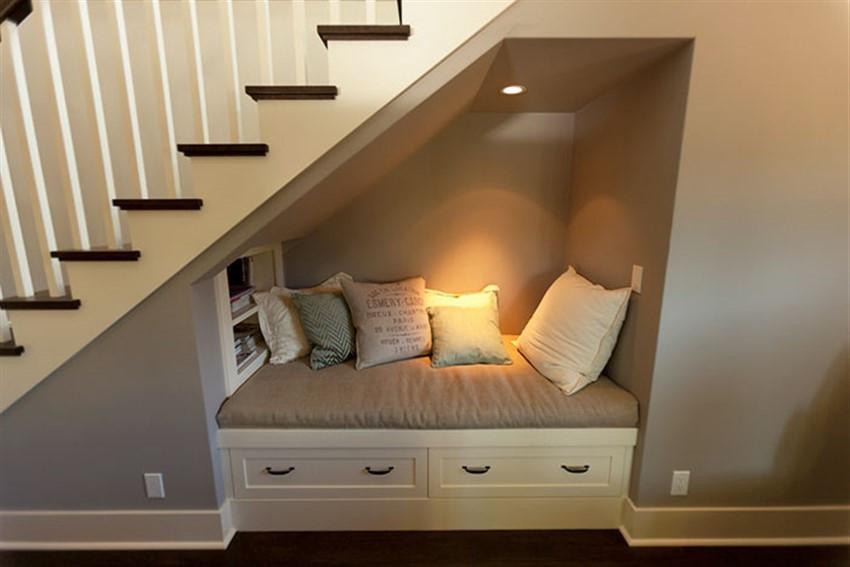 """Để """"phòng ngủ"""" thêm phần độc đáo, sáng tạo, bạn có thể sơn màu nổi bật hoặc gắn thêm một số móc dán tường để treo các vật dụng cá nhân."""