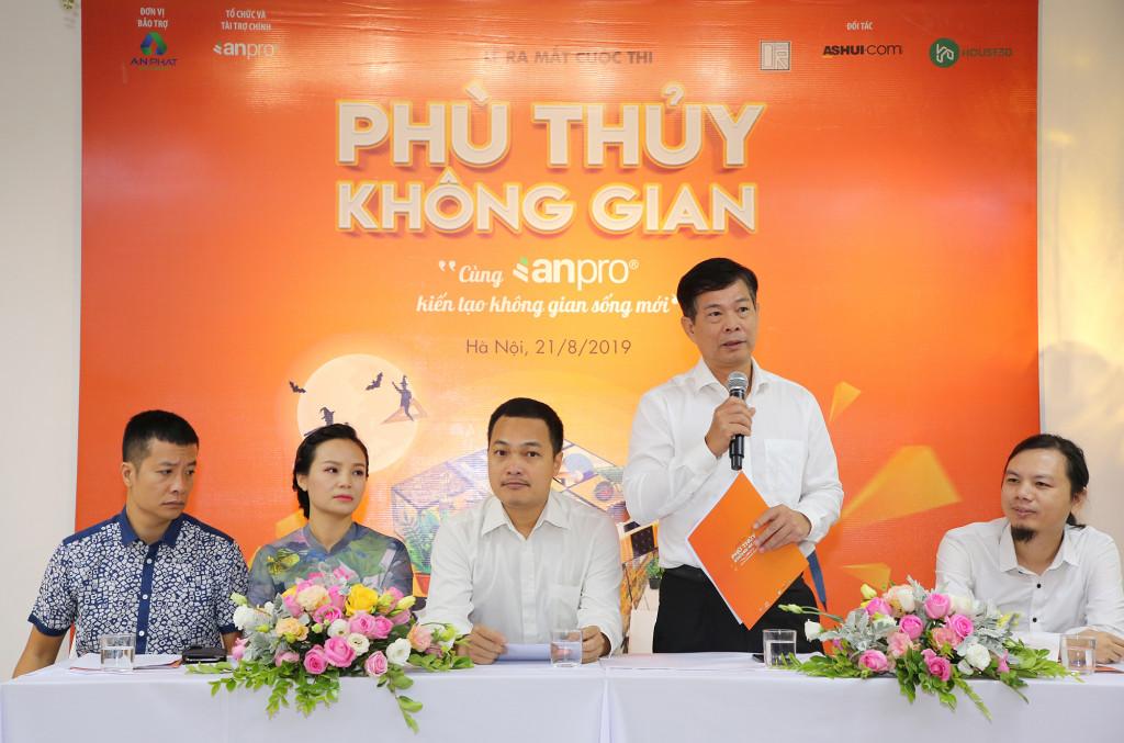 Ông Mai Văn Đông – Tổng Giám đốc CTCP Vật liệu Xây dựng Công nghệ cao An Cường giới thiệu về cuộc thi