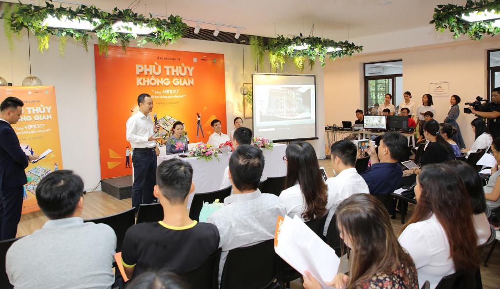 Không khí buổi ra mắt phát động cuộc thi sáng 21/8 tại Hà Nội