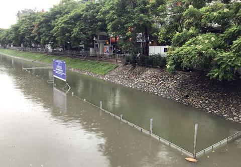 Khu vực thí điểm làm sạch sông Tô Lịch bằng công nghệ Nhật Bản bị chìm nghỉm trong nước sau mưa bão
