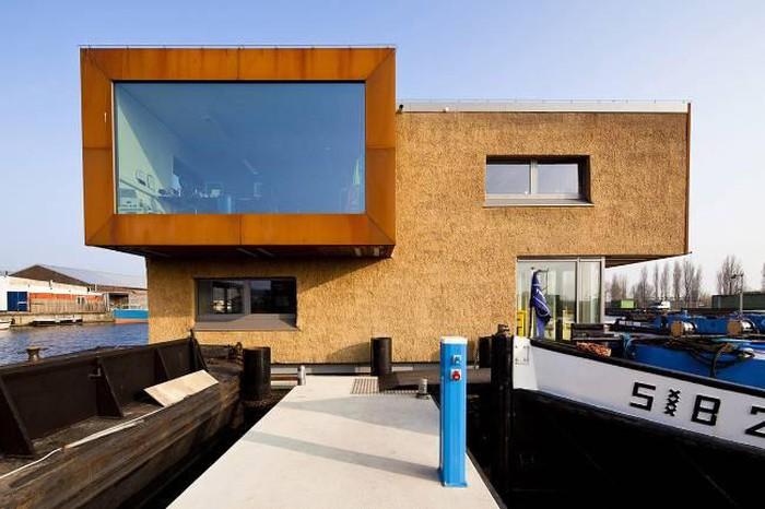 Văn phòng nổi của Attika Architekten với bức tường rơm