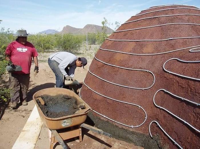 Một cấu trúc mái vòm được xây dựng gần như hoàn toàn là Ferrock