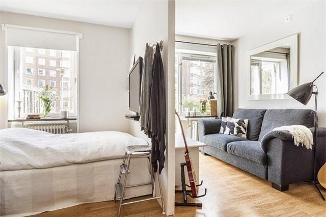 Một phòng ngủ nhỏ nếu biết cách ứng dụng các móc treo, kệ nhỏ lưu trữ sẽ giúp không gian gọn gàng và ngăn nắp hơn rất nhiều lần.