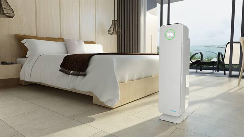Phòng ngủ là không gian cần máy lọc không khí hơn cả vì bạn không kiểm soát được chất lượng không khí mình hít thở trong liên tục 8h. Máy lọc không khí sẽ giúp bạn bảo vệ đường hô hấp tốt hơn.