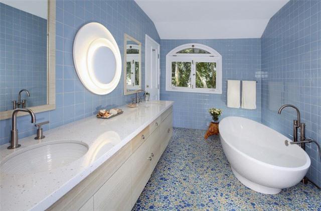 Những căn phòng tắm mang sắc xanh chủ đạo như thế này rất phù hợp với các nước nhiệt đới có mùa hè nóng bức