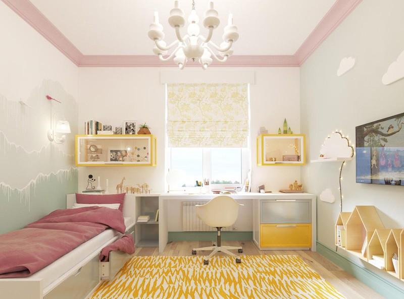 Căn phòng của trẻ trở nên huyền diệu hơn khi có tấm trải thảm màu vàng và một số đồ vật cùng tông.