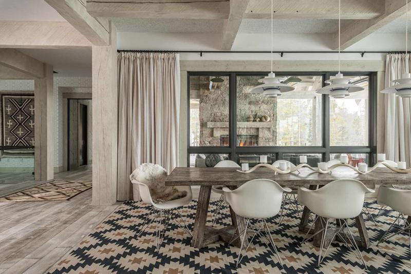 Bộ bàn ghế ăn này nhìn cũng rất đơn giản nhưng rất hợp với không gian thoáng đãng và sạch sẽ, gọn gàng của căn phòng.
