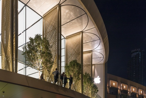 apple-store-dubai-mall-foster-partners-carbon-fibre-uae-5