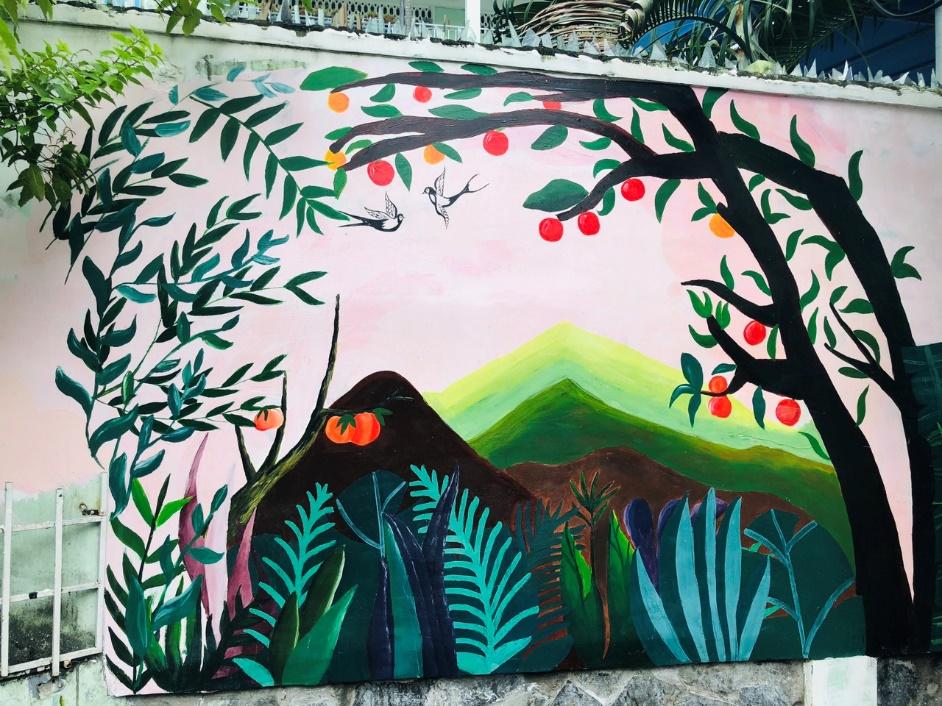 Bức tường trong một con hẻm tại Quận Bình Thạnh