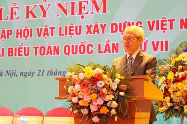 Ông Tống Văn Nga – Chủ tịch Hội VLXD Việt Nam trình bày diễn văn kỷ niệm 35 năm ngày thành lập Hội VLXD Việt Nam