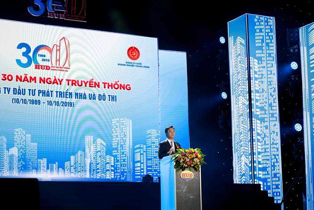 Chủ tịch HĐQT TCty HUD Nguyễn Việt Hùng đọc Diễn văn khai mạc buổi Lễ