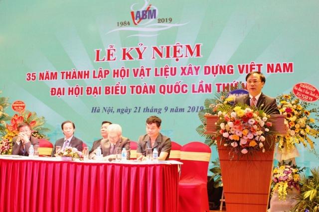 Thứ trưởng Bộ Xây dựng Nguyễn Văn Sinh phát biểu tại buổi lễ