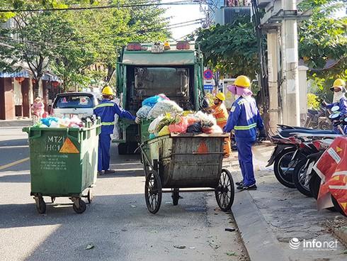 Mặc dù Công ty Môi trường đô thị Đà Nẵng đã được cổ phần hóa nhưng việc thu gom, xử lý rác ở Đà Nẵng hiện vẫn còn rất nhiều bất cập (Ảnh: HC)