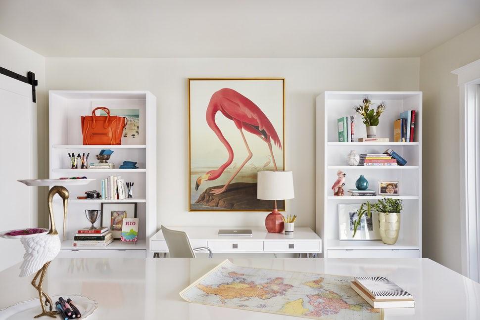 Giá sách là một sản phẩm nội thất mà bạn dễ dàng thấy được ở mọi gia đình