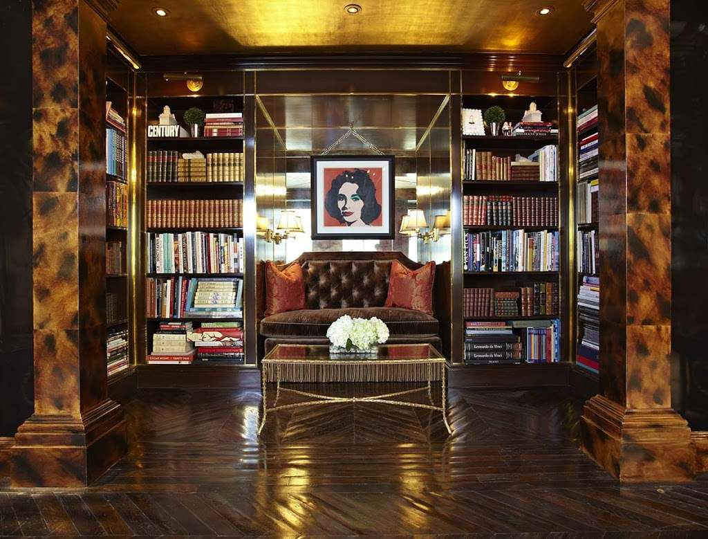 Một không gian đầy ấn tượng được thiết kế dành riêng cho việc đọc sách khiến những bộ giá sách không thể không thu hút.