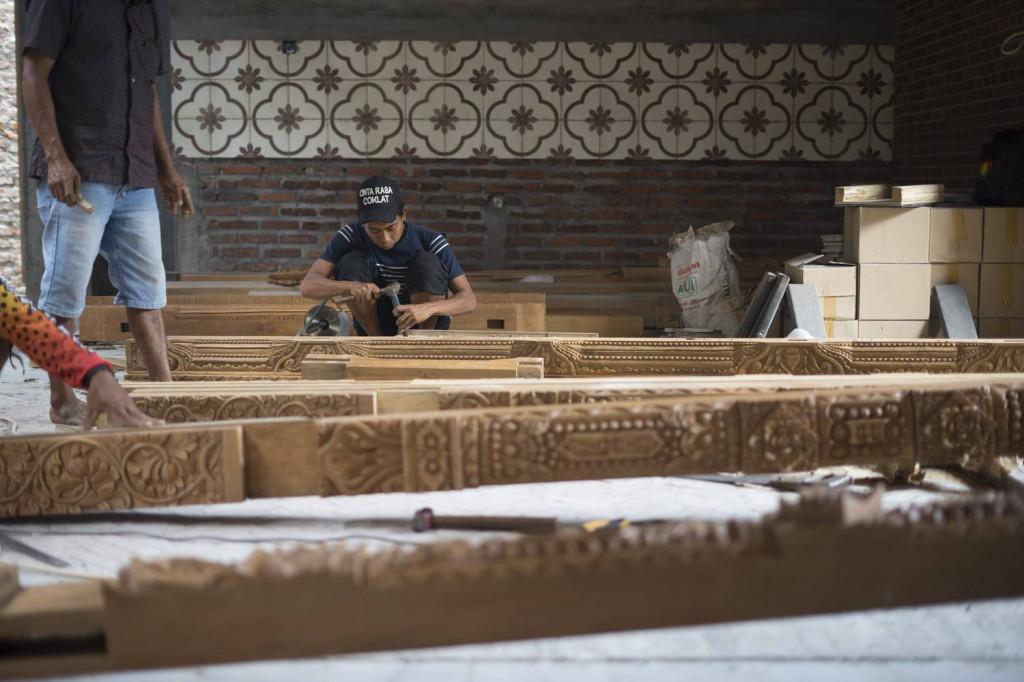 Cửa gỗ được điêu khắc, trạm trổ tỉ mỉ và công phu
