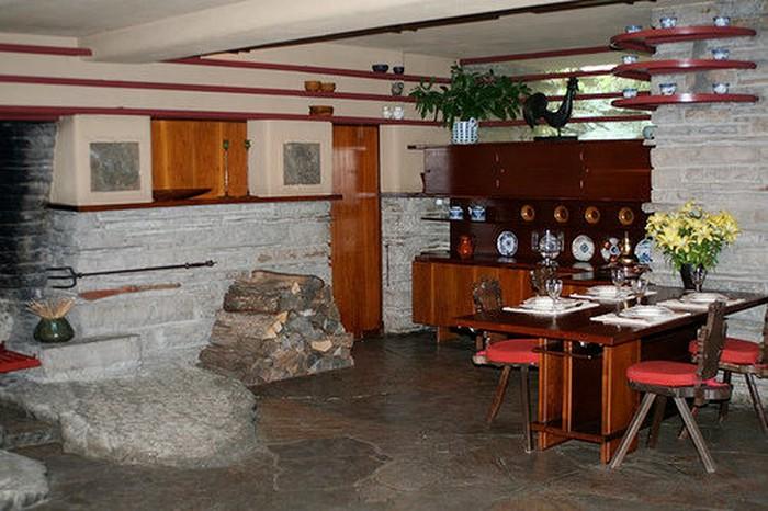 Khu vực bếp và phòng ăn.