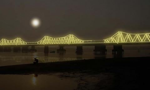 Cây cầu hơn 100 năm tuổi được 'xây' lại bằng… ánh sáng