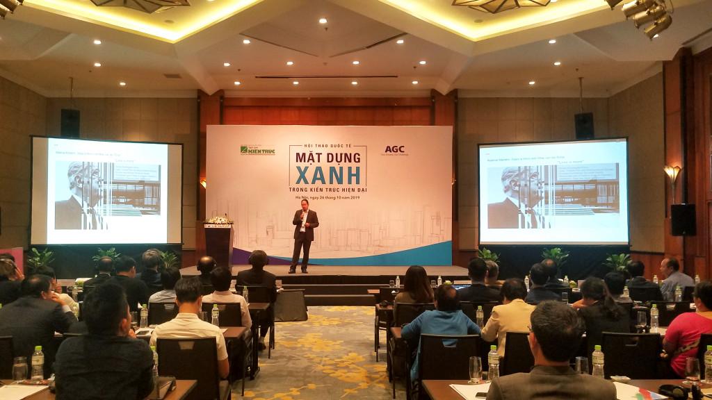 Chuyên gia Allan Teo từ Hội đồng Công trình xanh Việt Nam giới phát biểu tham luận tại hội thảo